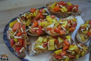 Paprika Crostini mit Tapanade