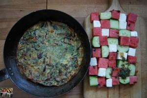 Waldpilz Frittata mit Feta Melonen Salat