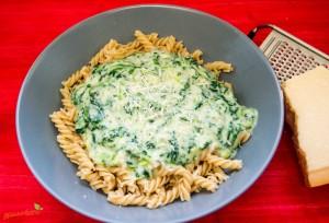 Nudeln mit Spinat und Parmesan Soße 1